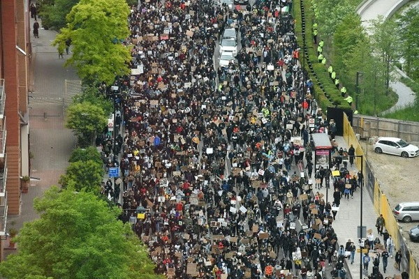 Protest-outside-of-Parliament-in-London600X400